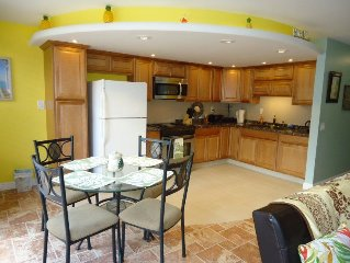 2BR, 1.5 baths, Sleeps 6, Fully equipped kitchen, 2 bed rooms and 1.5 bathrooms!