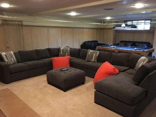 Modernized and Spacious Royal Eccles Estate, Jacuzzi and Free WiFi