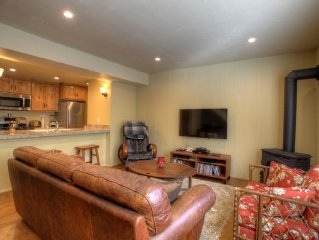 Brand New Remodel, Tahoe Condo, 2 Pools, Hot Tub, 1/2 mile easy walk to beach!