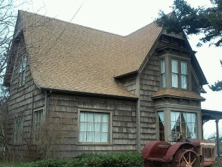 Historic home in downtown Coupeville where family and friends can gather