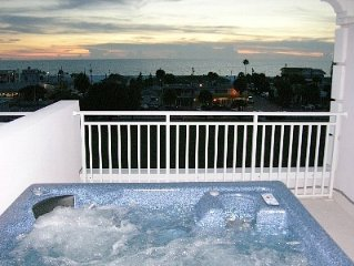 1 Min. To Beach, Gulfview, Rooftop Terrace, Hot Tub, Private Elevator.