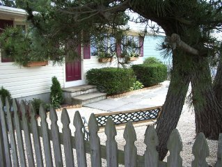 Newly Renovated Beach Cottage - 1/2 Block To Ocean Or Bay