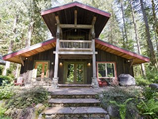 Steps from the Sandy River with WIFI and Hot Tub