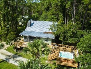 Breezy Bay, Bayfront, Romantic or Family Fun,Hot Tub,Fireplace, Screen Porch
