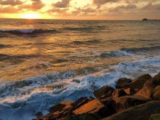 Condo On Pacfic, Ocean Views, Beach, Romantic Getaways & NOW Air Conditioning