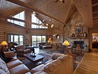 Gorgeous Lake View Lodge with Private Dock