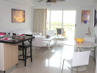 35% Special Discount!! 2 Bedroom, Beachfront, Amazing Ocean View, Modern ful
