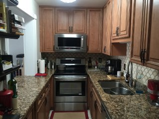 Family and Pet Friendly, 2 bedroom condo on the Gulf of Mexico