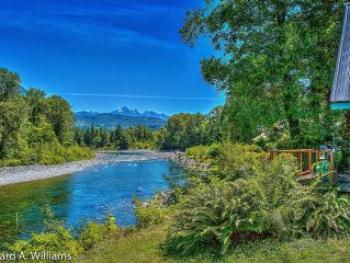 SCENIC SKYKOMISH RIVERFRONT HOME PET FRIENDLY