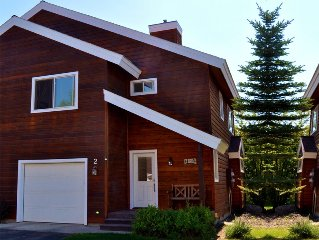 Great Townhome, Walk to Town, Right near the lake!