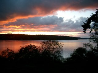 Holmes Harbor Water Front Cottage * Great Western Sunsets
