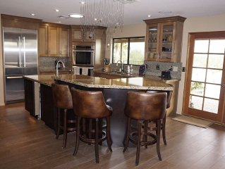 Beautiflul Eco-Friendly Home with Views, 3 Master Bedrooms, Whole Foods Nearby