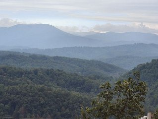 **Panoramic Views** *7 Minutes to Dollywood & Parkway *