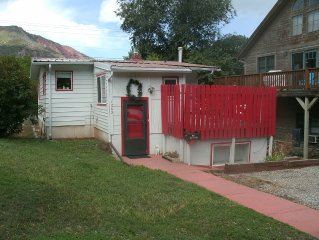 Great Location, Easy Parking, Center Of Town, Walk To Famous Hot Springs Pool!