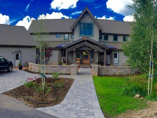 Large Luxury Home with Spectacular Mountain Views, Steps From Golf Course