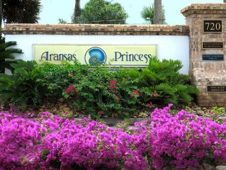 Aransas Princess.WINTER TEXANS RATES* Ocean & Pool View*Gated Boardwalk*Sleeps 6