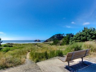Charming, pet-friendly, north-end, beach cottage 1 block from sand!