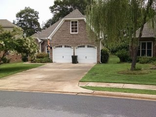 Spacious 4 Bed/2.5 bath Perfect for Gameday/Graduation/Family Fun