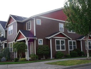 Spacious SE Olympia townhome, much natural light, 3 bedroom 2 1/2 Bath 2560sf