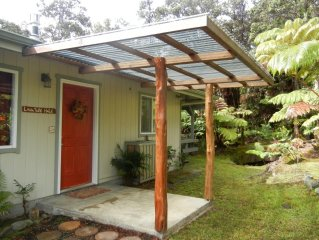 No Cleaning Fees, Privacy with a Hot Tub & Fireplace at Lava Tube Hale