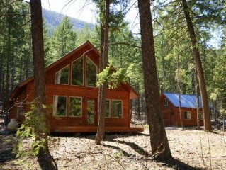 Blue Pine Guest House - luxury cabin close to the trails!