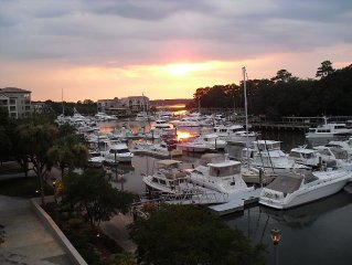 Beautiful Harborfront Villa on Shelter Cove Marina. AUGUST WEEKS 25% OFF