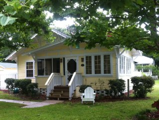 Quaint Cottage in Historic District (Walk to Town)