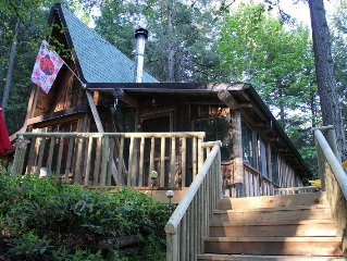 A Zen-like Getaway! Just minutes to Ashland! Beautifully Appointed!