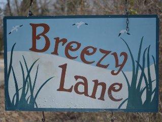 BREEZY LANE-FAMILY BEACH COTTAGE, SHORT WALK TO PRIVATE LAKE MICHIGAN BEACH