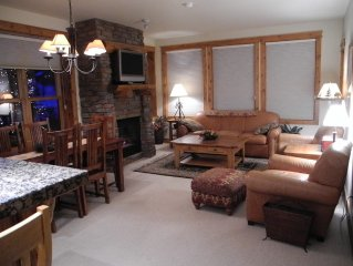 Mountain Luxury Condo, 90 Yrds to Lift, Hot Tub, Great Rates!!