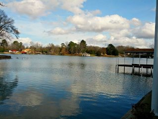 Family-friendly 2500 sq ft home-Minutes from town on the beautiful Wilson Lake!!