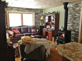 Beautiful Cabin in the Woods Near Bayfield, Next to Raspberry Bay