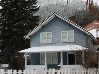Charming 3- Bedroom Craftsman Home In Wallace