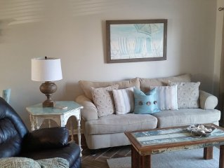 Stylishly Decorated 2bd/2ba Condo directly on Gulf of Mexico