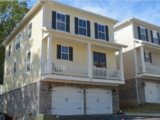 New Condo/Townhouse - Walk to Square; Walk to Campus