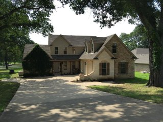 Lake Front Beauty, 4 Br/2.5 Ba Ready For Family Fun!