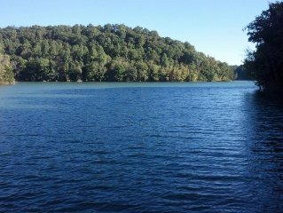 Come enjoy Tims Ford lake Close to Jack Daniels