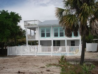 Sunny, Pet-Friendly Cottage With a Pool and Close to the Beach