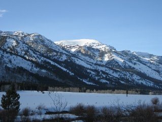 Majestic Mountain View, Serene Location.