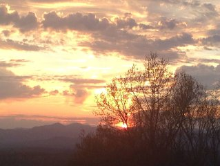 Mountain Getaway - Great Views - Only Minutes From Downtown Asheville
