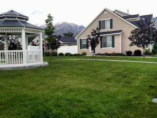 Beautiful Town-Home Located Near Downtown Provo-Orem with Private Hot Tub