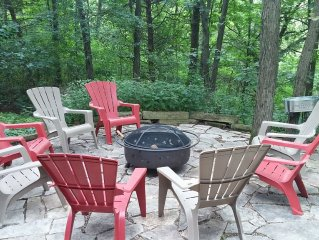 Irresistibly Inviting 3 Bedroom 3 Bath with HOT TUB, FIREPLACE, WOODED VIEW