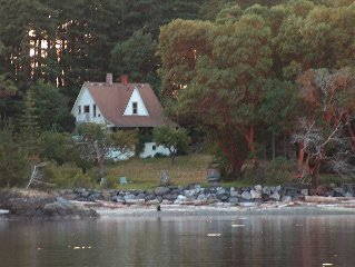 Historic Farmhouse with two private beaches + walking distance to East Sound