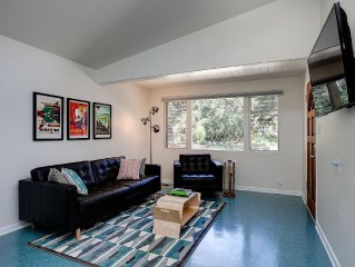 Cute, modern, clean and sunny.  Close to hiking trails.  Sleeps 6