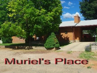 MURIEL'S PLACE A CHARMING COMFORTABLE RAMBLER - COMPLETELY FENCED YARD