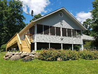 DYNAMIC DELAVAN  LAKE HOUSE-WITH WOOD FLOORS, HIGH END FURNITURE, SCREEN PORCH!