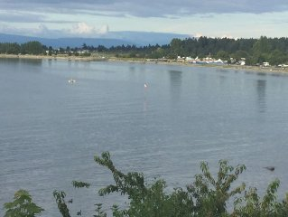 On The Beach In Parksville With Unbeatable Views And Beach Access
