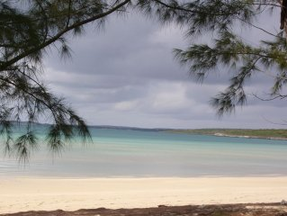 BEAUTIFUL TEN BAY BUNGALOW - 2 BR - 2 BATH, AIR CONDITIONED, WiFi, 40in SMART TV