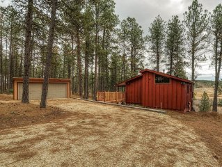 Hillside Creek Cabin In The Heart Of The Hills Is Right In The Middle Of It All!