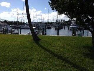 Marina View, Free Dock, Big Patio, Beach Across Road, two Pools, WiFi, Direct TV